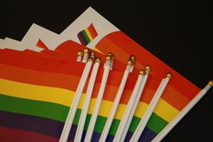 Pappersflagga med guldknopp